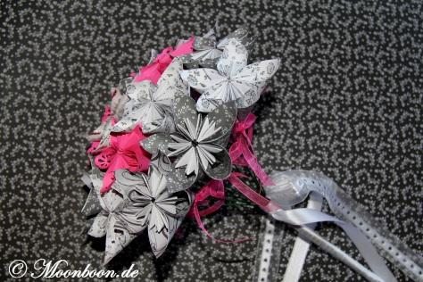 brautstrau mit fleurogami kusudama bl ten in pink s w silberlicht. Black Bedroom Furniture Sets. Home Design Ideas